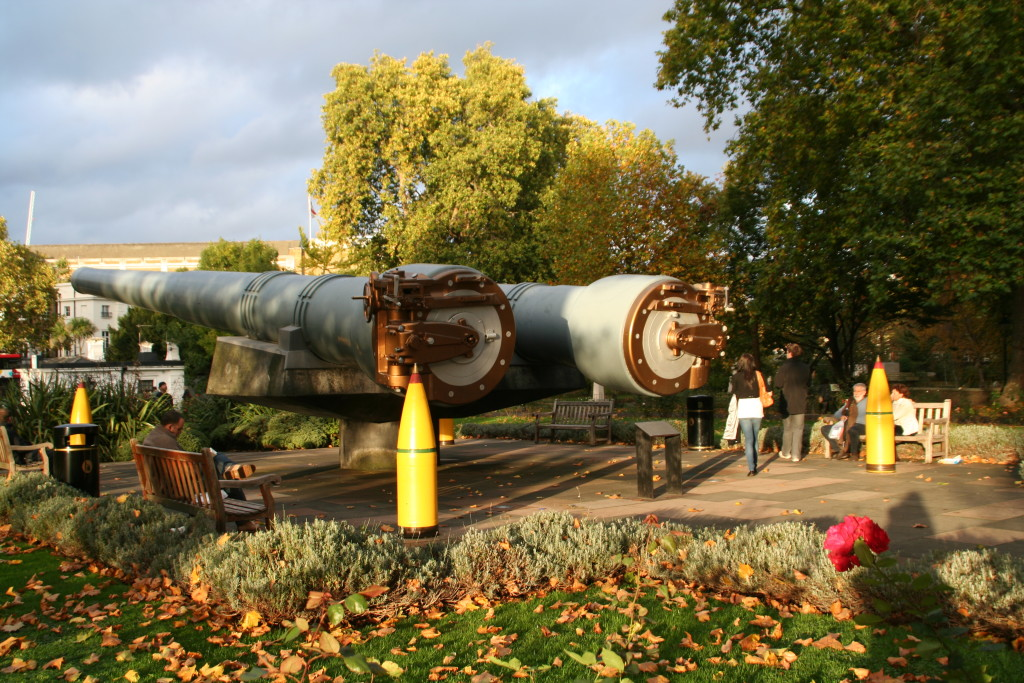 Big guns outside the Imperial War Museum.